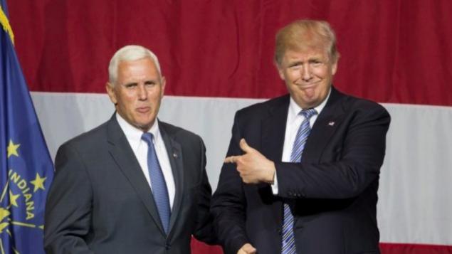Le candidat présidentiel républicain américain Donald Trump (à droite) et le gouverneur de l'Indiana Mike Pence  pendant un meeting de campagne à Grant Event Center Park à Westfield, Indiana, le 12 juillet 2016. (Crédit : AFP/Tasos Katopdis)