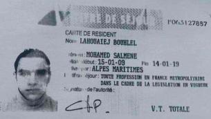 Une carte d'identité au nom du suspect terroriste Mohamed Lahouaiej-Bouhlel, soupçonné d'avoir tué plus de 80 personnes à Nice le 14 juillet 2016 (Crédit : autorisation)