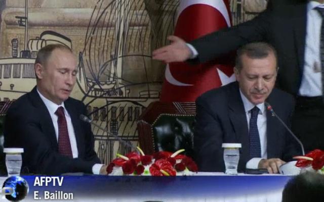 Vladimir Poutine et Recep Tayyip Erdogan, le 3 décembre 2012 (Crédit : capture d'écran AFP)