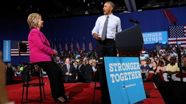 Le président Barack Obama fait un discours pendant un meeting de campagne, avec la candidate démocrate Hillary Clinton, ancienne secrétaire d'Etat, le 5 juillet 2015 à Charlotte, Caroline du Nord. (Crédits : Justin Sullivan / Getty Images / AFP)