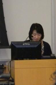 Le professeur Miyuki Kita donne un cours sur l'histoire américaine, axé sur les droits civiques, à l'université Kitakyushu au Japan (Crédit : autorisation)