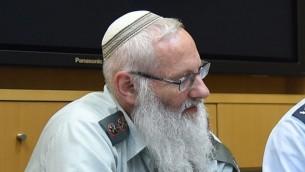 Le rabbin colonel Eyal Karim le 21 avril 2016. (Crédit : Diana Khananashvili/ministère de la Défense)