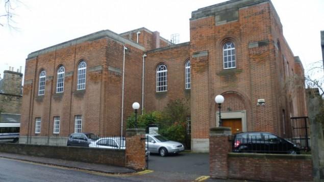 Vue de la synagogue de la Congrégation hébraïque d'Edinbourgh, qui a été construite en 1932 (Crédit : Wikimedia Commons/via JTA)