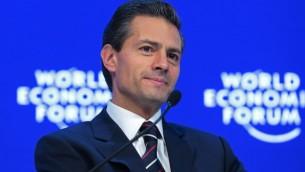 Le président du Mexique Enrique Pena Nieto, parlant au cours d'une table ronde au Forum économique mondial de Davos, en Suisse, le 22 janvier 2016. (JTA / Jason Alden / Bloomberg)
