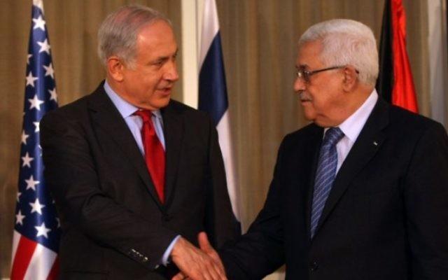 Le Premier ministre Benjamin Netanyahu et Mahmoud Abbas, président de l'Autorité palestinienne, à Jérusalem, le 15 septembre 2010. (Crédit : Kobi Gideon/Flash90)