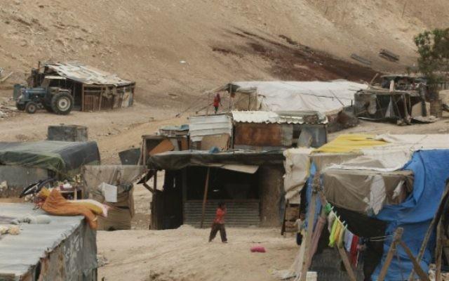 Un village bédouin non reconnu dans le nord du Néguev. (Crédit : Kobi Gideon/Flash 90)