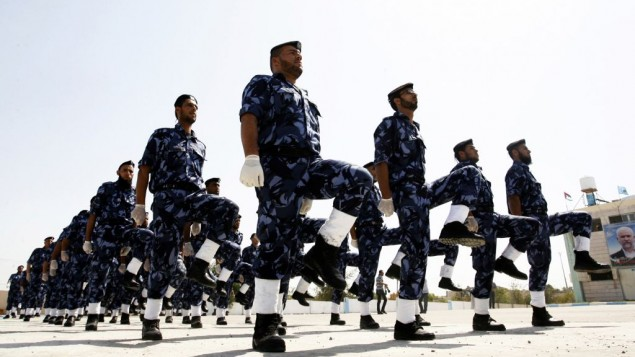 Des policiers du Hamas lors de la cérémonie d'ouverture d'un nouveau poste de police dans la ville de Khan Younis de la bande de Gaza, le 5 mai 2013 (Crédit : Abed Rahim Khatib/Flash90)