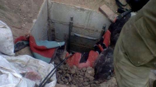Un tunnel découvert par des soldats de la brigade Nahal dans la bande de Gaza, le 19 juillet 2014. (Crédit : porte-parole de l'armée israélienne/Flash90)