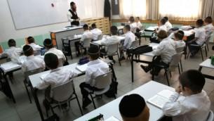 Une école haredi dans l'implantation ultra orthodoxe de Beitar Illit, le 27 août 2014. (Crédit : Nati Shohat/Flash90)