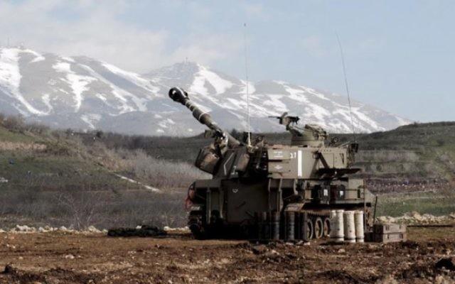 Artillerie israélienne à la frontière libanaise, le 28 janvier 2015. Illustration. (Crédit : porte-parole de l'armée israélienne)