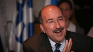 Dore Gold, directeur général du ministère des Affaires étrangères,pendant la commission des Affaires étrangères et de la Défense, le 21 juillet 2015. (Crédit : Hadas Parush/Flash90)