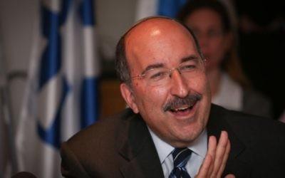 Dore Gold, ALORS directeur général du ministère des Affaires étrangères,pendant la commission des Affaires étrangères et de la Défense, le 21 juillet 2015. (Crédit : Hadas Parush/Flash90)