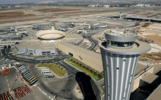 La tour de contrôle de l'aéroport international Ben Gurion. (Crédit : Moshe Shai/Flash90)