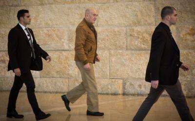 L'ancien Premier ministre Ehud Olmert à la Cour suprême de Jérusalem, le 19 janvier 2016 (Crédit : Hadas Parush/Flash90)