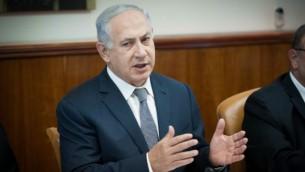 Le Premier ministre Benjamin Netanyahu préside la réunion gouvernementale hebdomadaire dans ses bureaux à Jérusalem, le 3 juillet 2016. (Crédit : Yoav Ari Dudkevitch)