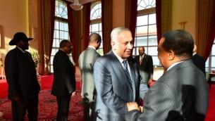 Le Premier ministre Benjamin Netanyahu rencontre les dirigeants d'Afrique de l'Est, à Entebbe, en Ouganda, le 4 juillet 2016. (Crédit : Kobi Gideon/GPO)