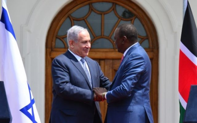 Le Premier ministre Benjamin Netanyahu et le président du Kenya, Uhuru Kenyatta, à Nairobi, le 5 juillet 2016. (Crédit : GPO/Kobi Gideon)