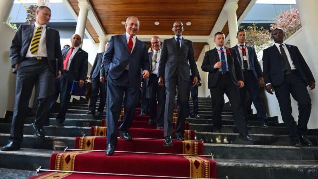 Le Premier ministre Benjamin Netanyahu a rencontré le président du Rwanda Paul Kagame, à Kigali, au Rwanda, le 6 juillet 2016 (Crédit : Kobi Gideon/GPO)