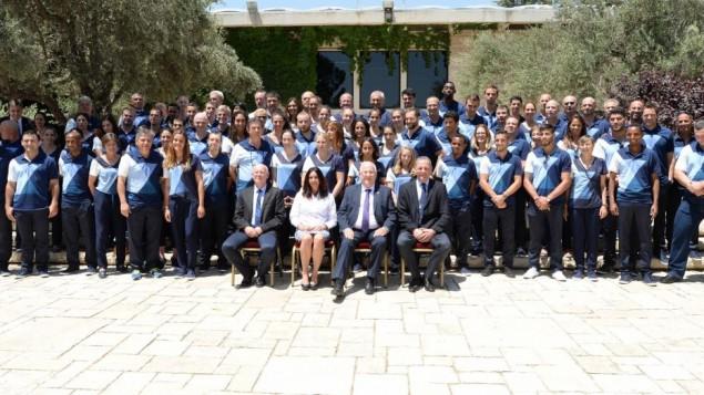 Le président Reuven Rivlin a reçu la délégation israélienne aux Jeux Olympiques de Rio à la résidence présidentielle de Jérusalem, le 13 juillet 2016. (Crédit : Mark Neyman/GPO)