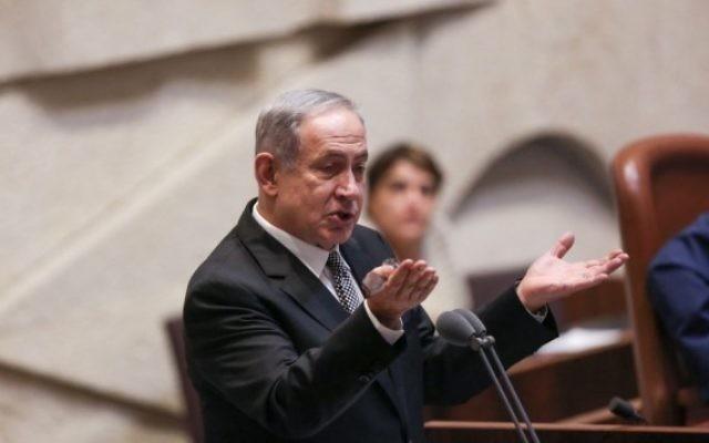 Le Premier ministre Benjamin Netanyahu s'adresse à la Knesset durant l'Heure des Questions, le 18 juillet 2016 (Crédit : Hadas Parush/Flash90)