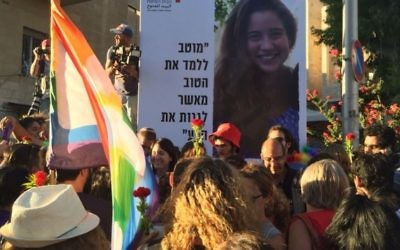 La Gay Pride de Jérusalem passe par l'endroit où Shira Banki, 16 ans, a été assassinée en 2015, le 21 juillet 2016. (Crédit : Times of Israel)