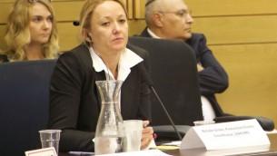 Natalie Grove, une représentante pour le Bureau de la Haute Commission pour les droits de l'Homme de l'ONU (Crédit : Dov Lieber / Times of Israel)