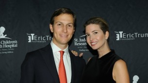 Jared Kushner et sa femme Ivanka Trump au Trump National Golf Club à Bedminster, New York, le 21 septembre  2015 (Crédit : Bobby Bank/WireImage/Getty Images via JTA)