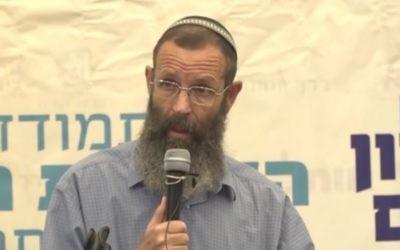 """Le rabbin Yigal Levinstein pendant la conférence  """"Sion et Jérusalem"""", en juillet 2016. (Crédit : capture d'écran Youtube)"""