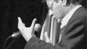 Mahmoud Darwish, poète nationaliste palestinien, à l'université de Bethléem. (Crédit : Amer Shomali/CC BY-SA 3.0/WikiCommons)