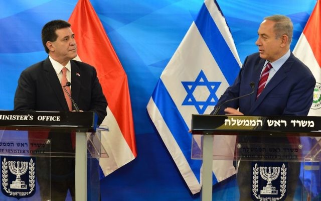 Le Premier ministre, Benjamin Netanyahu (à droite) et le président du Paraguay (à gauche) (Crédit : Kobi Gideon (GPO))