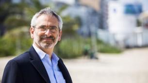 Le rabbin Steven Greenberg, ici en 2014, a été le premier rabbin orthodoxe ouvertement gay, et a lancé la conversation sur l'acceptation des LGBTQ dans la communauté orthodoxe. (Crédits : Wikimedia Commons)