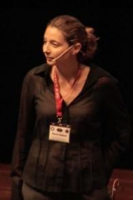 Le professeur Ravit Helled, astrophysicienne à l'université de Tel Aviv, pendant une conférence en Allemagne en 2013. (Crédit : capture d'écran YouTube)