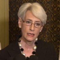 L'ancienne sous-secrétaire d'Etat aux Affaires politiques, Wendy Sherman, à Jérusalem, le 22 février 2014. (Crédit : capture d'écran YouTube/Ambassade des Etats-Unis à Tel Aviv)