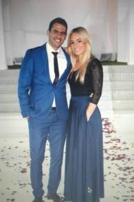 Zohar et Nicole lors de leurs fiançailles en avril 2016. Depuis, leur mariage est en attente, jusqu'à ce que le rabbinat israélien accepte la conversion orthodoxe américaine de Nicole (Crédit : autorisation)