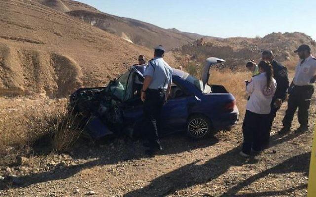 Le site de l'accident de voiture mortel près d'Arad, le 13 juillet 2016. (Photo: Magen David Adom)