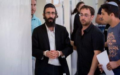 Michael Schlissel, le frère de Yishai Schlissel, après son audience devant la Cour des magistrats de Jérusalem, le 20 juillet 2016. (Crédit : Yonatan Sindel/Flash90)