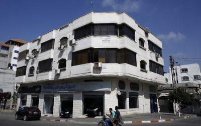Les bureaux de l'ONG chrétienne américaine World Vision, à Gaza Ville, le 4 août 2016. (Crédit : AFP/Mohammed Abed)