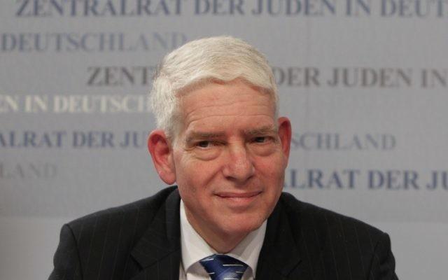 Josef Schuster, président du Conseil central des Juifs d'Allemagne, pendant une conférence de presse à Frankfurt am Main, le 30 novembre 2014. (Crédit : Daniel Roland/AFP)