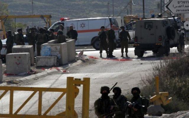 Forces de sécurité israéliennes à Hébron, le 24 décembre 2015. Illustration. (Crédit : AFP/Hazem Bader)