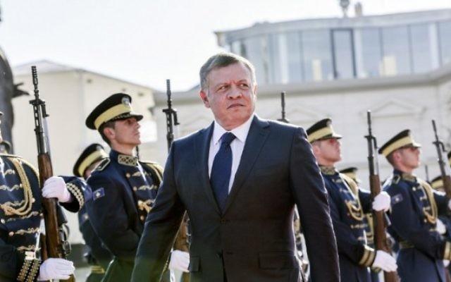Le roi de Jordanie Abdallah II pendant la cérémonie d'accueil de sa visite officielle à Pristina, au Kosovo, le 17 novembre 2015. 5crédit : AFP/Armend Nimani)