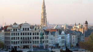 La mairie et le centre de la vieille ville de Bruxelles, en Belgique, le 9 décembre 2005. (Crédit : Jean-Pol Grandmont/CC-BY/WikiCommons)