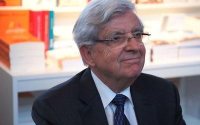 Jean-Pierre Chevènement, ancien ministre français, au Salon du Livre de Paris, le 23 mars 2014. (Crédit : Wikinade - travail personnel/CC BY-SA 3.0/WikiCommons)