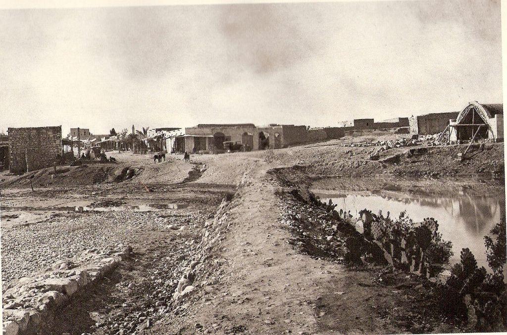 Une photographie de Beer Sheba dans les années 1920 (Crédit : Ludwig Preiss / Wikimedia)