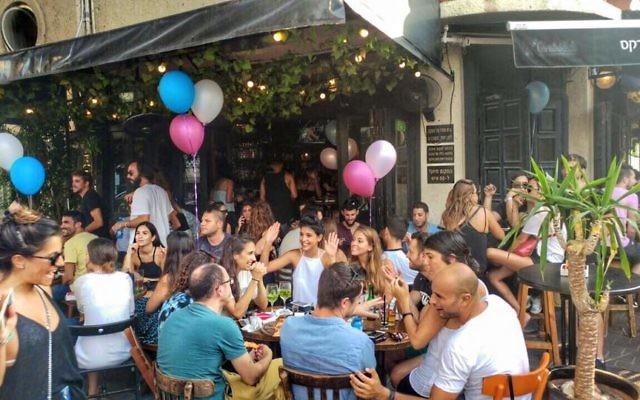 Le bar Rosa Park rue Dizengoff (Crédit : Facebook/Rosa Parks Bar - רוזה פארקס)