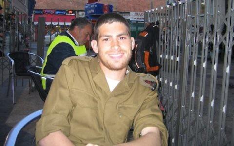 Michael Levin photographié peu après son incorporation dans l'armée israélienne, le 20 mars 2005. (Tami Gross)