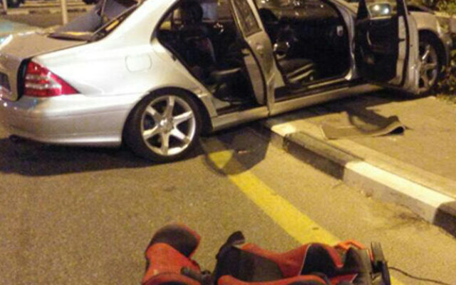 Un accident de voiture a entraîné la mort de deux femmes et d'une enfant, près de Haïfa, le 2 août 2016. (Crédit : Magen David Adom)