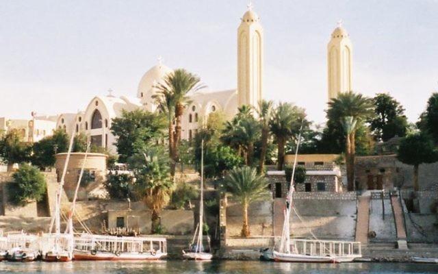 La cathédrale copte d'Assouan avec vue sur le Nil en Egypte, en avril 2003. Illustration. (Crédit : CC-BY-SA-3.0, Michel Benoist)