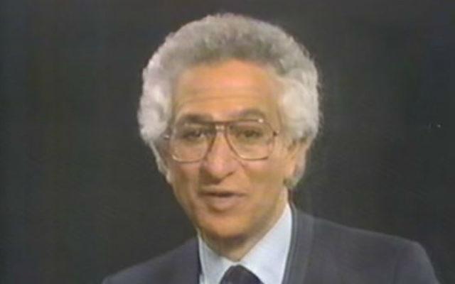 Fred Schwartz, philanthrope et homme d'affaires juif de New York, dans une publicité de 1986. (Crédit : capture d'écran YouTube)