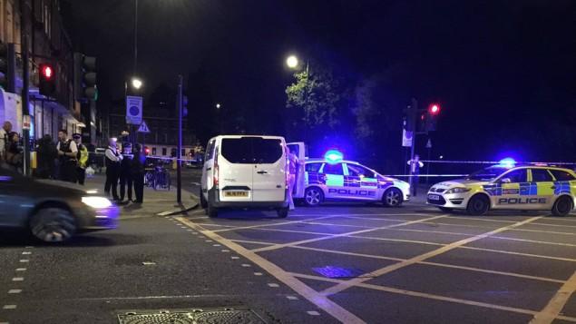La scène d'une attaque au couteau place Russel, à Londres, le 4 août 2016. Une femme a été tuée et cinq personnes blessées. La police pense que l'attaque est criminelle, et non pas terroriste. (Crédit : Twitter)