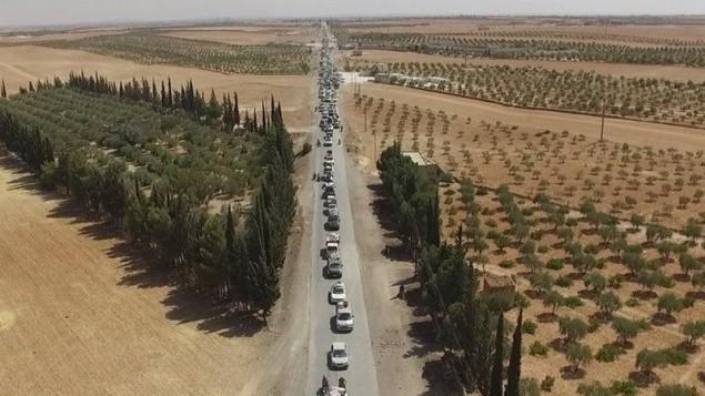 Les combattants de l'État islamiques fuient la ville syrienne de Manbij en utilisant des civils comme boucliers humains (Crédit : Autorisation SDF)